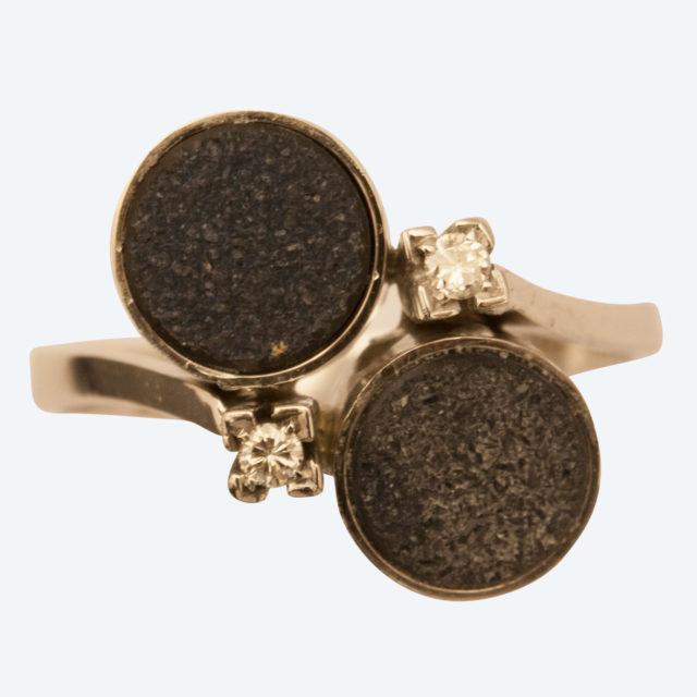 Witgoud met diamant en zwarte onix - sieraad in opdracht - Edelsmederij puur en pracht - Helvoirt