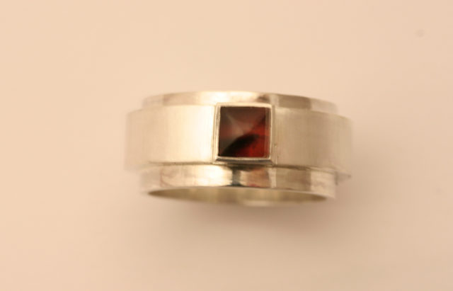 Een ring opgebouwd uit verschillende delen - Edelsmederij puur & pracht Helvoirt