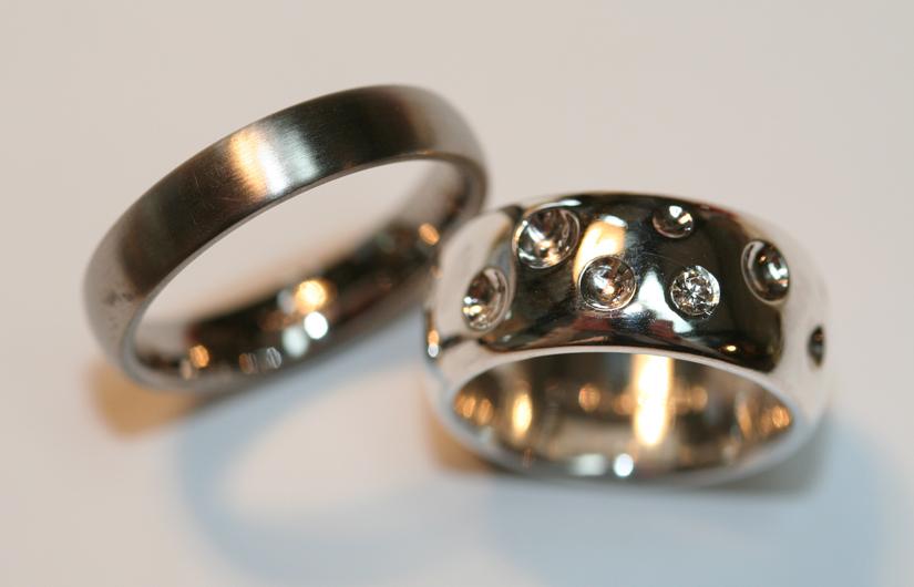 Trouwringen - dots together - Edelsmederij puur & pracht Helvoirt